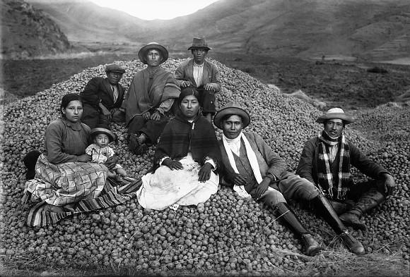 Ezequiel Arce e sua colheita de batatas (1934)