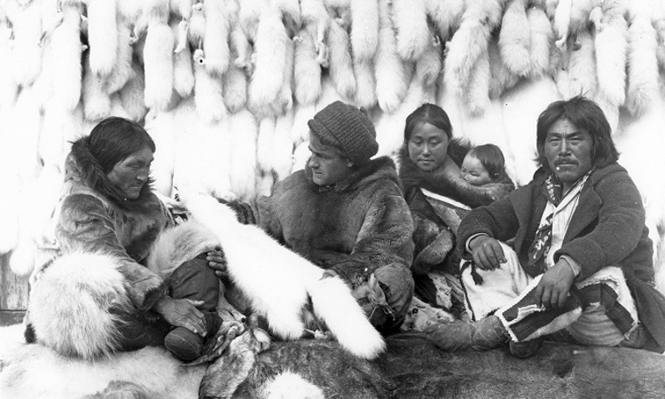 Cena de Nanook, o esquimó (Nanook of the north, EUA e França, 1922), de Robert Flaherty
