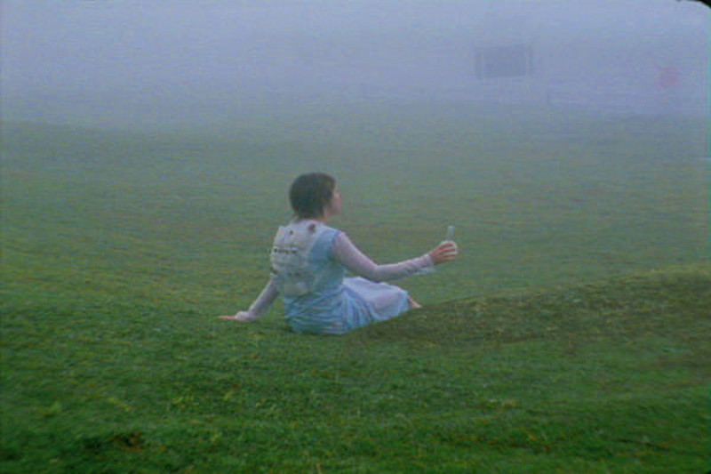 Cena de Coleta da neblina (2002), de Brígida Baltar