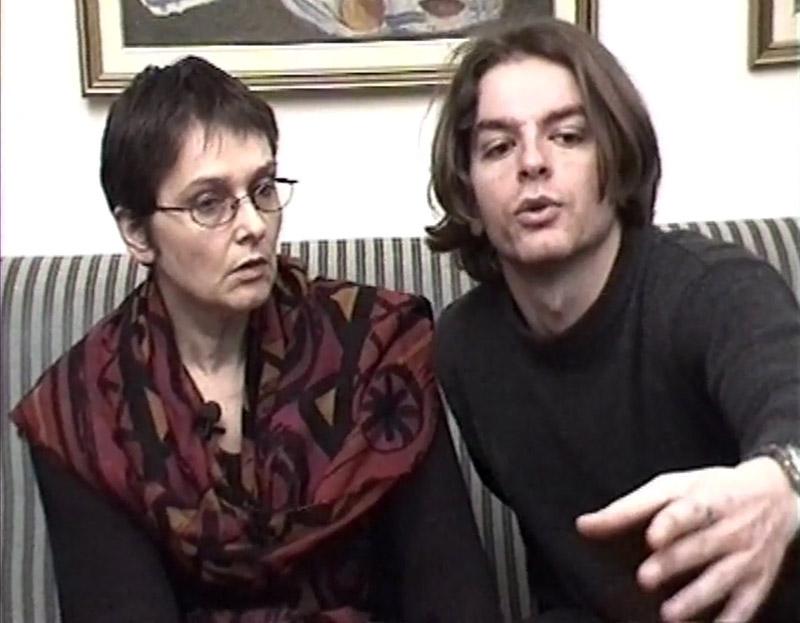Valdet Sala e Anri Sala em cena de Intervista (Finding the Words)