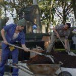 Festa no cemitério