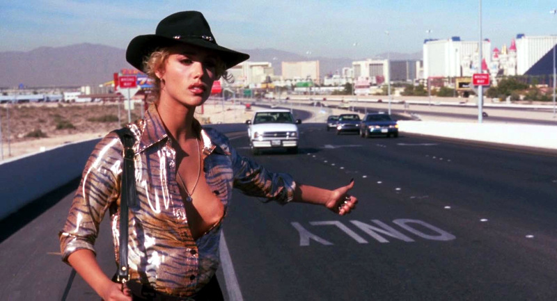 Elizabeth Berkley em cena de Showgirls, de Paul Verhoeven