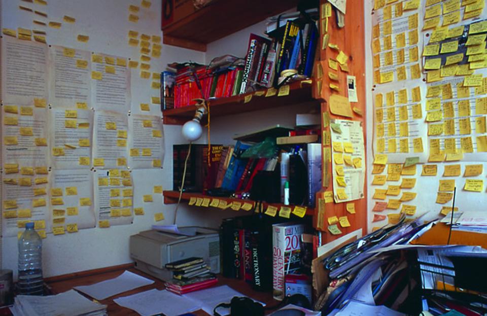 Detalhe do escritório do escritor inglês Will Self, um nítido macroplanejador